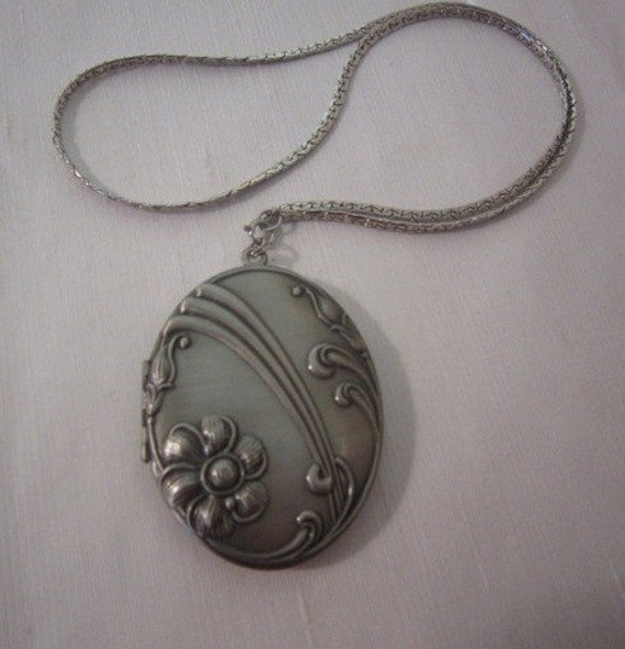 Fun Big MOD LOCKET necklace 1970s