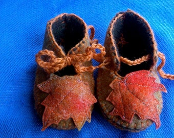 Waldorf Baby Slippers Autumn Leaves,HandDyed Wool Baby Shoes,Fall Wool Felt Baby Slippers,Baby Gift Natural Wool Baby Slippers,Made to Order