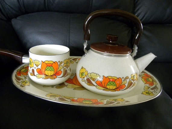 Sanko Country Flowers Enamelware Sauce Pot Tea Kettle and Platter