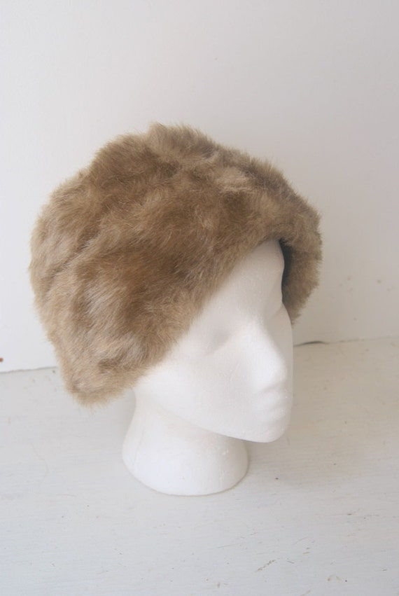 Vintage Faux Fur Gray Silver Fox Hat in Babushka Style