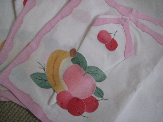 Fruit Motif Appliqued Napkin and Table Mats Set
