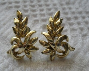 Vintage Earrings Screw Back Gold Tone Leaf Costume Jewelry Leaves Retro Nature Fall