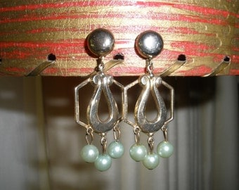 Vintage Earrings Screw Back Green Faux Pearls Goldtone Retro Costume Jewelry