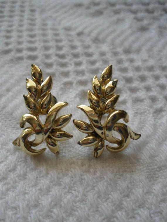 Vintage Earrings Screw Back Gold Tone Leaf Costume Jewelry Leaves Retro Nature Fall