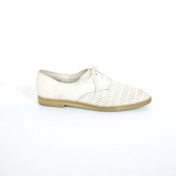 80s Cream Perforated Soft Leather Oxfords (10.5)