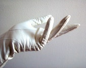 HOLIDAY SALE Vintage White Kid Leather Gloves Kay Fuchs