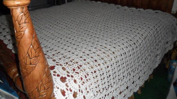 Crochet Afghan (California King 112inx82in) - Afghan - Blanket - Bedspread - Throw - Coverlet ''SHELLS GALORE'' in Off-white