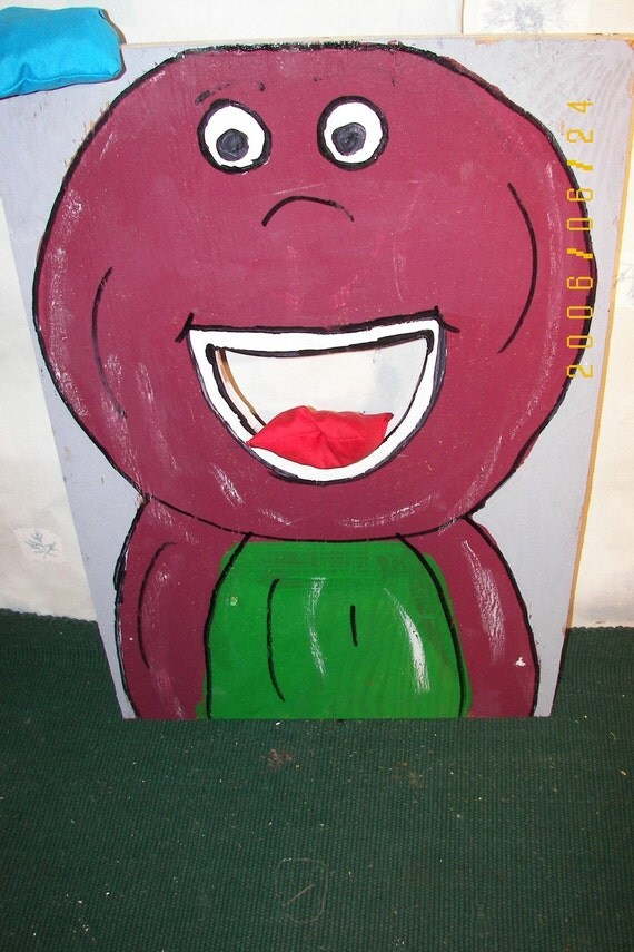 Barney     Corn hole  game   with 4 bean bags