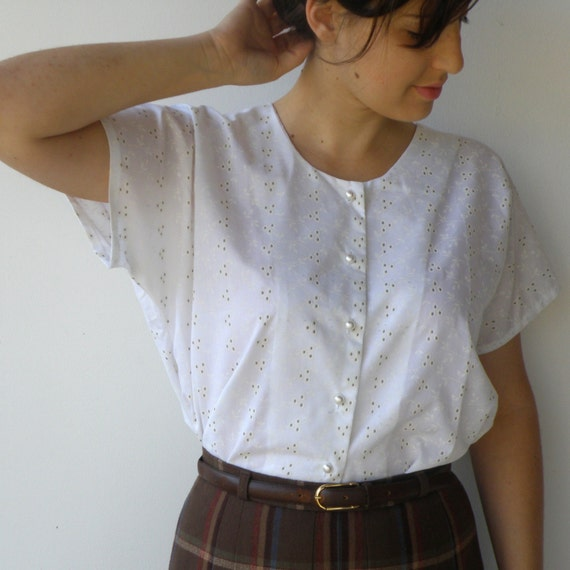 Vintage handmade crisp white button up floral blouse l for Crisp white cotton shirt