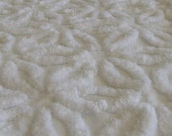 "Snowy White Hofmann Daisy Vintage Chenille Fabric  24"" x 24"""