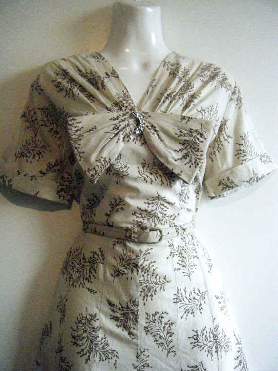 1950's dress with statement bow and matching skinny belt, size large, US dress 11 / 12