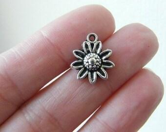8 Daisy  charms tibetan silver F3