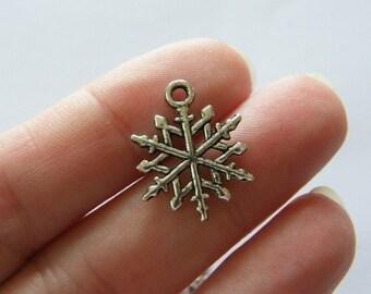 8 Snowflake Christmas charms tibetan silver SF12