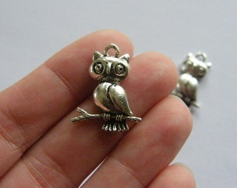 6 Owl charms antique silver tone O2