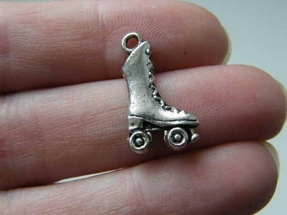8 Rollerskate charms ( doubelsided and 3D ) 21 x 12 x 4mm antique silver tone ( FREE combined shipping )