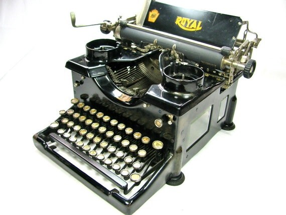 1919 ROYAL No. 10 TYPEWRITER with Double Beveled Glass Windows on Sides
