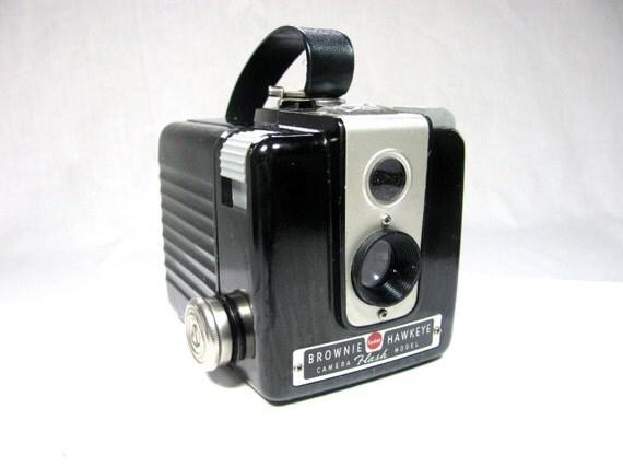 1950s Vintage Kodak BROWNIE HAWKEYE FLASH Camera - Bakelite