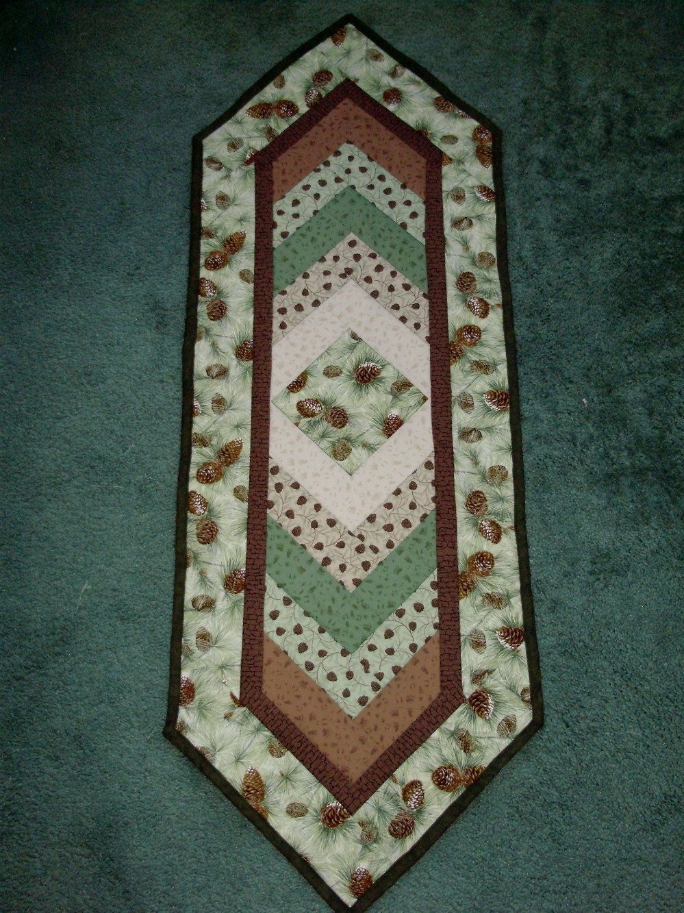 Braid Quilt Pattern Table Runner : QUILTED TABLE RUNNER BRAIDED PINECONES