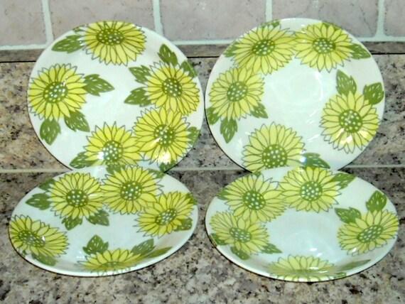 Vintage Flower Power Saucers Kitchen Retro Green Yellow Daisies