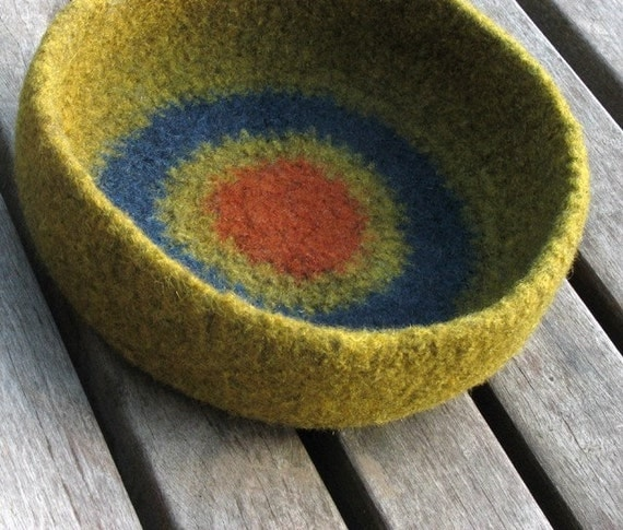 felted bowl // wool no. 68-01