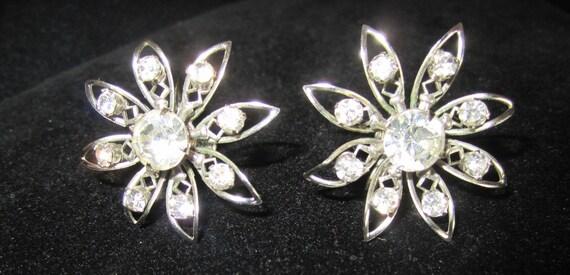 vintage Earrings FLOWER design of clear RHINESTONES screw-backs