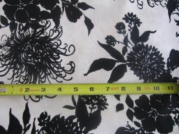 vintage BOLD FABRIC 4 yd Cotton Black White large FLORAL Fruit of the Loom