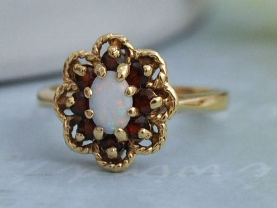 VINTAGE FIND 10k gold ring with opal and red garnet gemstones size 5.75