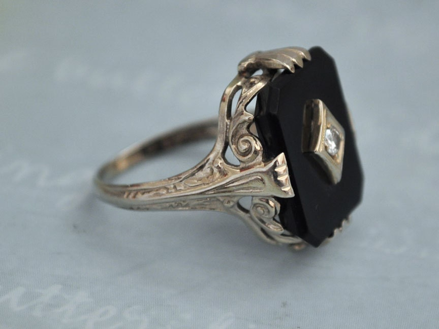 vintage find deco 14k white gold ring with black onyx and