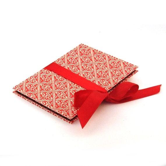 Accordion photo album red white graphic wax batik pattern, 4x6 baby album, memory gift, baby shower guest book, grandma brag book