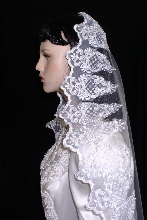 mantilla veil circle cut fingertip length with wide beaded lace