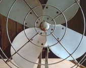 Vintage White  electric fan-perfectly delightful for these hot and muggy days