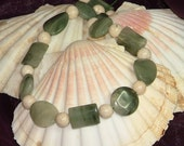 Green adjustable necklace with quartz and fossil beads