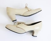 Cream cut-out derby pumps // vintage womens 60s oxford leather pumps // us 5.5 uk 3.5 eu 35.5