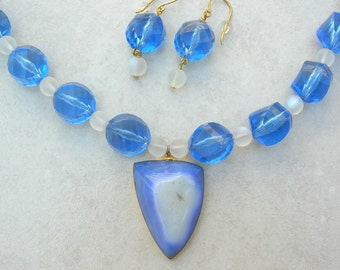 SALE - 50% off, Brilliant Blue Druzy Geode Pendant, Large Vintage Faceted Lucite & Frosted Glass Beads, Bold Necklace Set by SandraDesigns