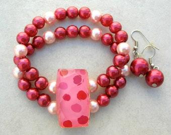 SALE - 50% off, Raspberry/Pink Pearl Bracelet & Earrings, Vintage Glass Focal Piece, 2-Strand Bracelet Set by SandraDesigns