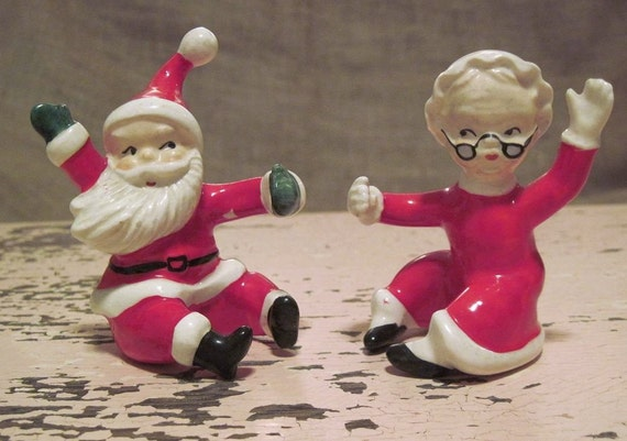 Mr and mrs claus figurines