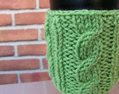 LINUS cabled coffee cozy in spring green