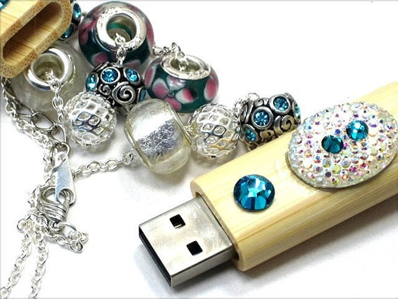 USB FLASH DRIVE Lampwork Glass Bead Necklace Teal Green Crystal Magnetic Top Bamboo Wooden Case World Wide Trend