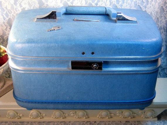 Vintage Airways Suitcase Cosmetic Make Up Luggage or Train Case Retro
