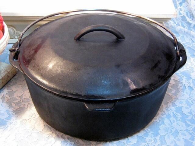 Vintage Griswold Or Wagner Cast Iron Dutch Oven Number 8 Self