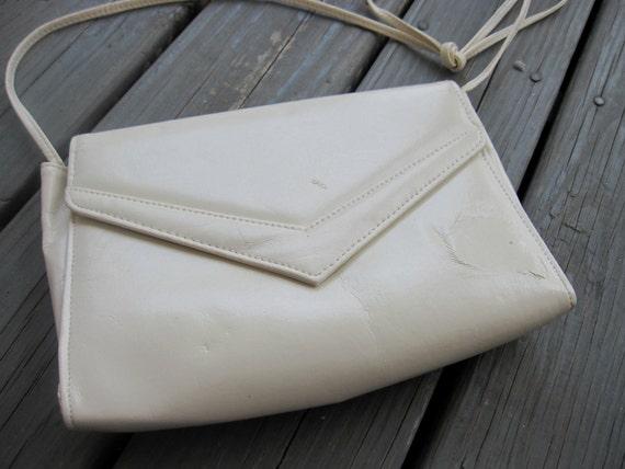 ON SALE Vintage White Faux-Leather Handbag, Over the Shoulder, Womens Purse, Vegan, Clutch