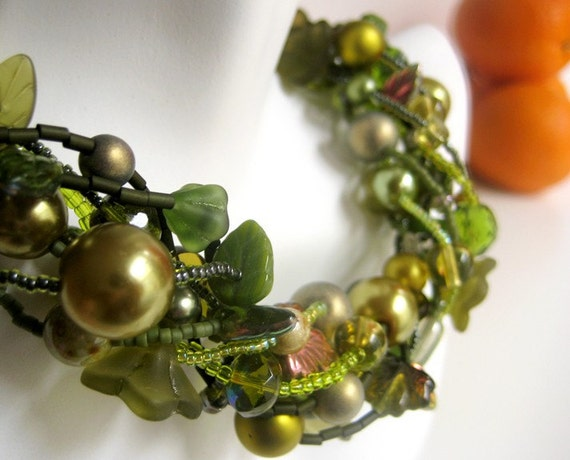Olive Green Leaf and Vine Chunky Beaded Necklace