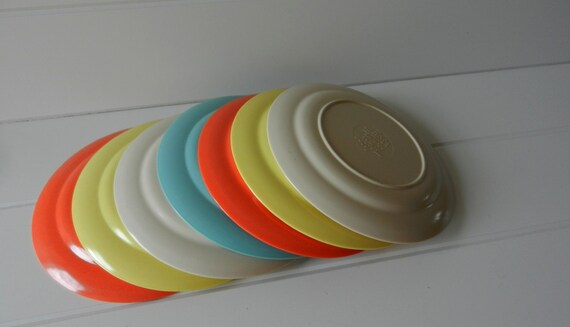 Malloware 7 Inch Plates / Set of Seven / Assorted Colors
