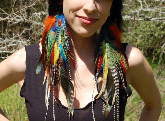 TROPICAL GROOVE Long Feather Earrings