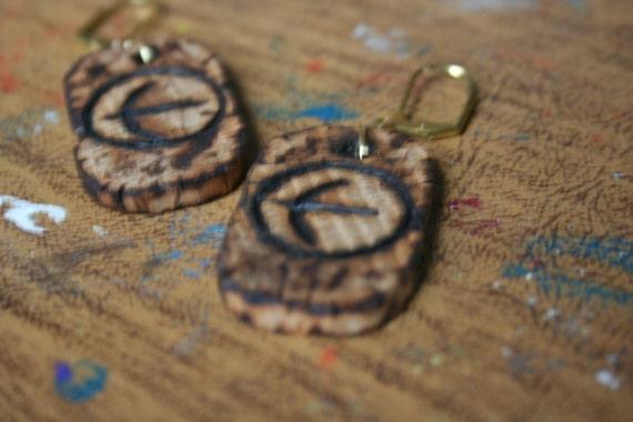 Robin Hood Earrings, gold plated leverbacks