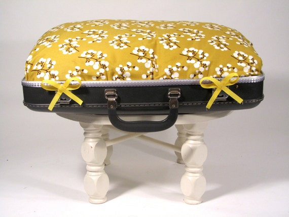 Goldilocks Pet Bed Vintage Suitcase UpCycled / Repurposed / Reclaimed