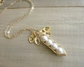 Mini / Tiny Personalized 4 Peas in a Pod wrapped in Gold Filled Wire - Choose your INITIAL and PEARL COLOR - Mother's Day