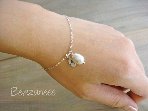 Personalized Simple White Teardrop Pearl Bracelet in Silver - Bride, Bridal party, Bridesmaid, Wedding, Mother's Day