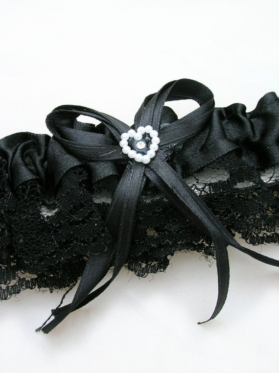 BLACK Lace Toss Away Garter with stretchy elastic band. Add your own finishing touches of feathers, flowers and jewelry.