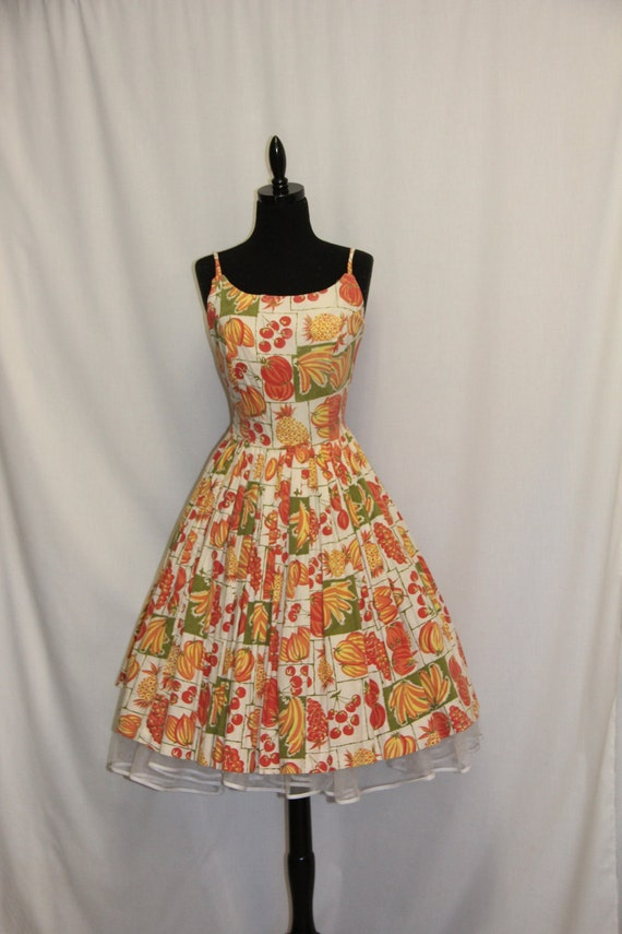 SALE 40% off  -  Vintage 1950s Fruit Print Dress Sleeveless Summer Party Frock